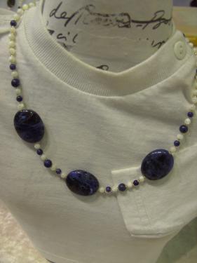 BIJOUX BIO N° 14   Collier Piere Naturelle Sodalite, Nacre   Zoom : 1 Clic sur le Bijou   Bracelet & Boucles d'oreilles assorties