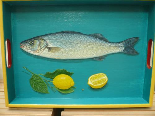 plateau rectangulaire, 31X43. acrylique sur bois. thème: poisson (bar) et citrons. 2016
