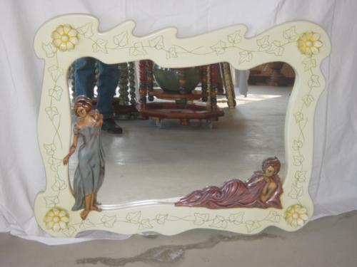 miroir avec sculptures