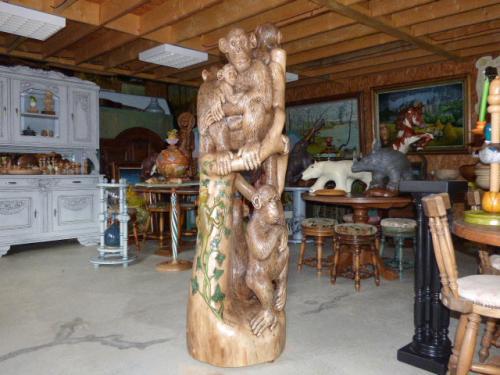 sculpture en taille directe dans du noyer taille 1.80 m sur 53 cm
