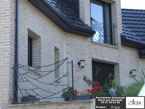 Garde-corps design en acier pour terrasse  et pour fen�tre.