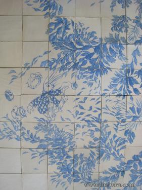 Décor peint en cobalt (bleu) sur terre de grès