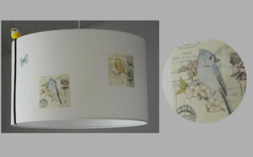 Abat-jour cylindrique pour suspension ou lampadaire en lin contrecollé agrémenté de motif d'oiseaux.