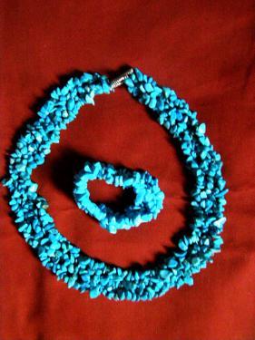 Parure numéro 1: collier+bracelet  http://www.alittlemarket.com/parure/fr_parure_1_en_turquoise_collier_et_bracelet_-14627219.html