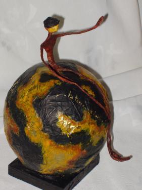 Collection globes....féminins ou masculins ils se posent sur votre bureau...Les thèmes cabinet de curiosités (mappemonde, Jules Verne, aviateur ailé...).