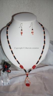 Parure ( 60 cm) fil cablé, perles fimo rouge rubis, perles de rocailles noires et saumon Bague T54 Réf: PA27