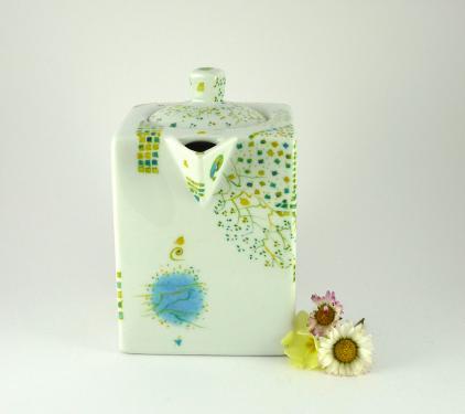 Théière en Porcelaine. petite théière en bleu pour un instant frais et léger . Le thé des gourmands! à retrouver sur  www.etsy.com/shop/MorphoBleuPorcelaine