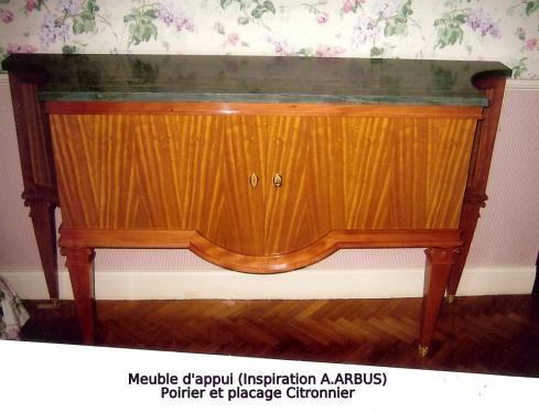 MEUBLE D'APPUI :forme inspirée d'un modèle des années 50  /Structure Poirier massif (naturel) portes et cotés : placage citronnier (naturel)