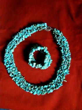 Parure numéro 2: Collier+bracelet  http://www.alittlemarket.com/parure/fr_parure_numero_2_en_turquoise_collier_et_bracelet_-14627227.html