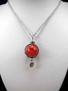 Pendentif inox et perle de verre.