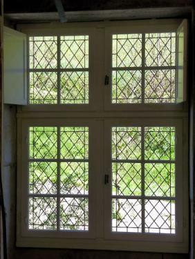20 vitraux au motif de losanges en verre soufflé St Just UMV restauration.