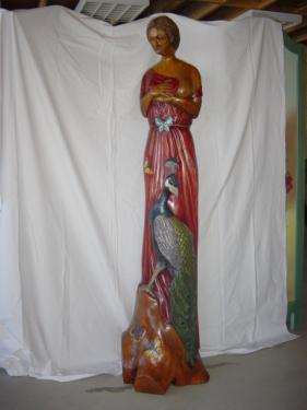 femme aux paon en cerisier hauteur 1.80m