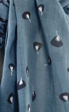 écharpe en mousseline de coton teinte et imprimée à la main , dessin exclusif fra-joséphine ®  Tous les articles sur frajosephine.com
