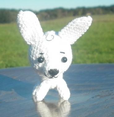 chihuahua de 7 cm et est crocheter avec des cotons de grande qualité et un crochet n°1.