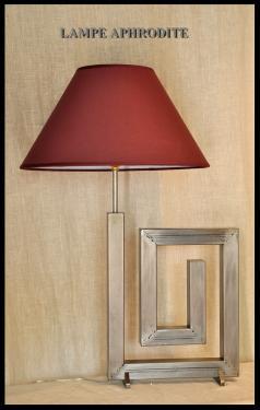 Lampe Aphrodite Acier vernis, abat-jour diamètre 45 cms. Plusieurs couleurs au choix.