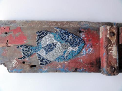 Baliste r�alis�e en mosa�que avec d'anciennes tesselles de gr�s �maill� sur morceau du