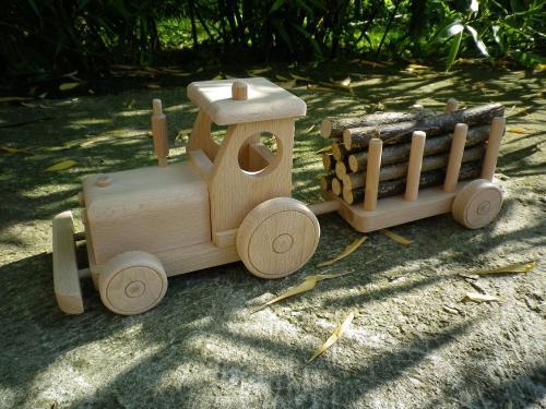 Tracteur avec remorque bois