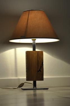 Lampe Fer&Bois N°1 Pied en acier vernis incolore Corps en chêne. Abat-jour diamètre 35 cm Hauteur total 52 cm