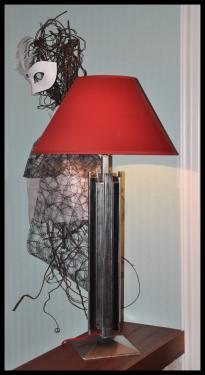 Lampe Héméra Acier vernis, abat-jour diamètre 45 cm, hauteur 85 cm. Poid 9 kg. Possible sur mesure. Prix: à partir de 300 ?