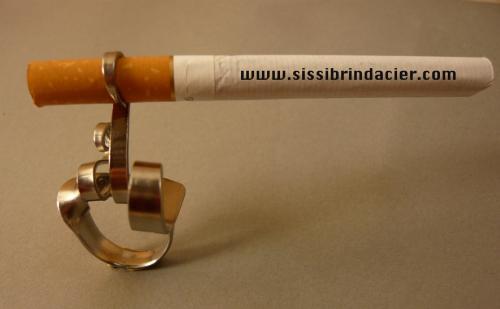 Bague fume cigarette fourchette Sissi brin d'acier