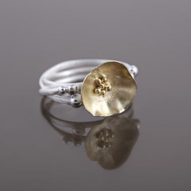 Bague en argent et or 18 carats. elle fabriquée entièrement à la main.