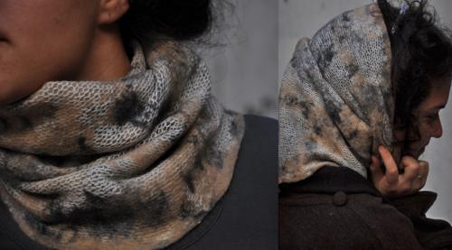 Col beige tricot� et feutr� (pure laine)