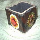 SENEGAL: Bracelet en p�te fimo marron, d�cor� de fleurs en perles. Le bracelet est doubl� par de l'organza et bord� par un galon rose p�le