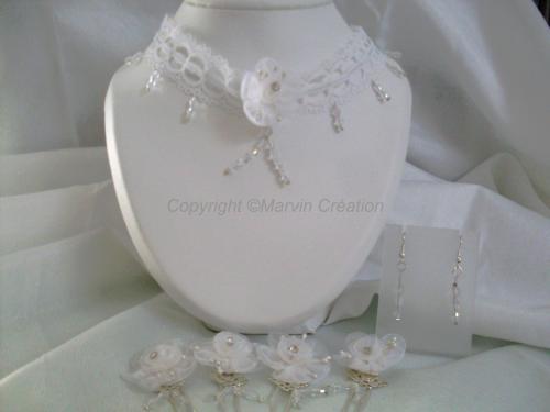 Parure avec collier ( 45cm), pics à chignon et b.o en perles de verre