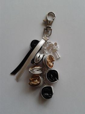 porte clefs or et noir
