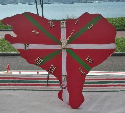 Horloge , forme Pays Basque, Ikurrina, garantie 1 an