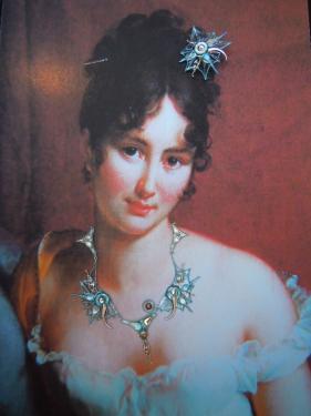 Juliette de Récamier avec un bijou Emergence