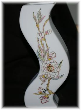 Vase yingyang en porcelaine  Dimensions : 20,5 de haut *5,5 cm de large pour chaque face  Création - Modèle unique  Motif oiseau sur la branche