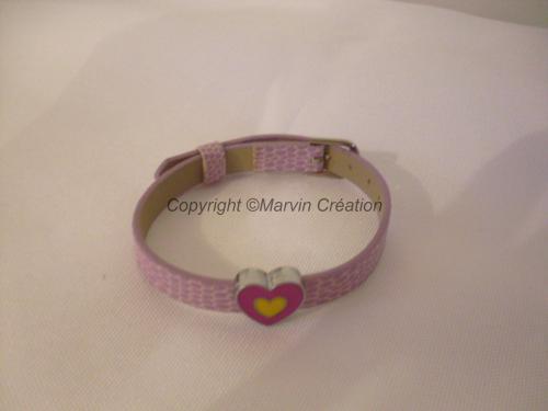 Bracelet (réglable) cuir effet croco parme, coeur rose Réf: BR0216