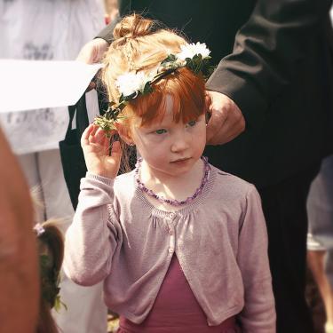 Un air d'Irelande, avec une demoiselle d'honneur à la chevelure de feu à Toul, Lorraine.